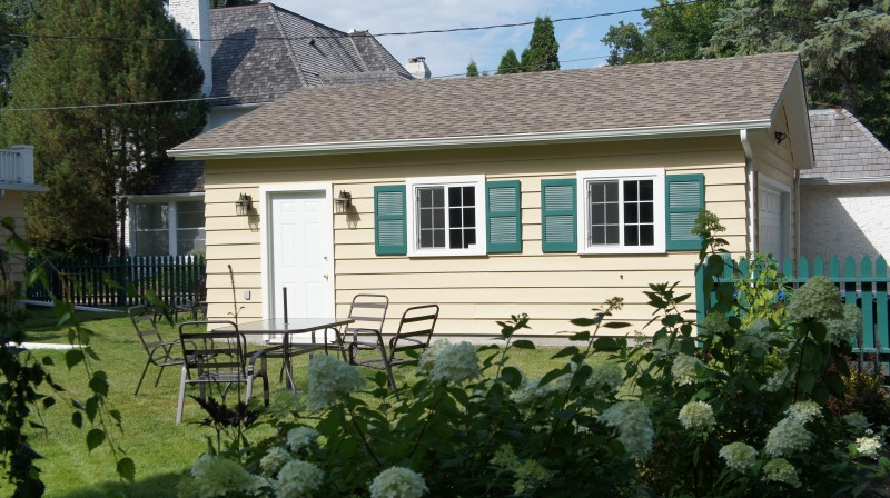 how to offset gable roof to avoid driveway